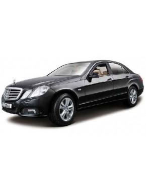 Автомодель Maisto (1:18) Mercedes-Benz E - Class Чёрный