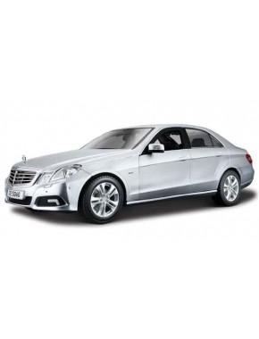 Автомодель Maisto (1:18) Mercedes-Benz E - Class Серебристый